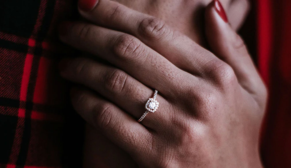 Jewelry Addicts Looking for an Engagement Ring Ask Yourself These Important Questions https://jwlraddicts.com/looking-for-an-engagement-ring-ask-yourself-these-important-questions/